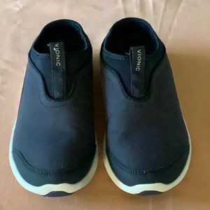 Vionic Sneakers removable foot bed size 8